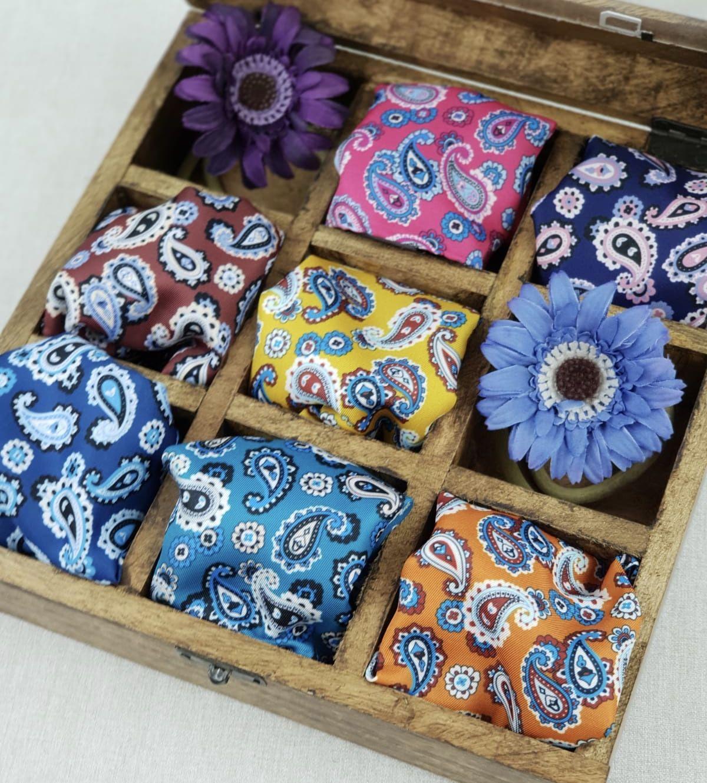 22909c1ab80 Pañuelo de bolsillo twill color turquesa en estampado cachemir