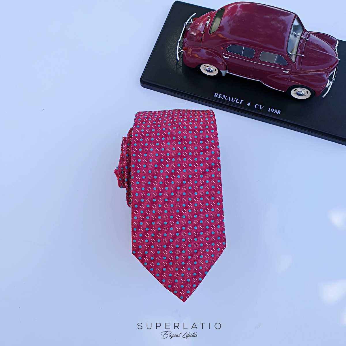 corbata rojo magenta con lunares gris azulado